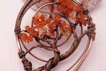Wire wrapped tree hangers / Wire wrapped sieraden enz