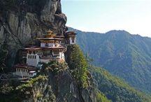 TOUR TA - Bhutan / La natura è incontaminata, l'architettura è maestosa e la cultura è unica nella sua purezza: impossibile non rimanere affascinati dalla magia del Bhutan.