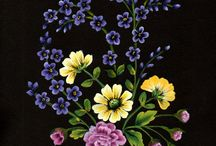 fiori su fondo nero
