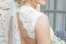 White Wedding Photography / White is always classy.  We gathered our favorite white wedding photographs...