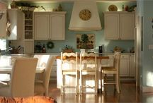 Kitchen/dining / by Sarah Hefner