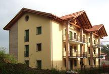 Residenza Magnolia - Nibionno / Completamente immersa nel verde, primo intervento in zona interamente concepito per il risparmio energetico. Il complesso gode della certificazione energetica in classe A.