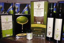 I nostri prodotti / Olio extravergine di oliva estratto a freddo mediante processi meccanici, olio corposo leggermente piccante il classico, fruttato dolce e persistente l'intenso.
