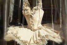 Frouƒɾσuʂ {&} ƮuƮuʂ / I ♥ vintage ruffles, laces, tutus & ballet slippers.