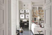 Le Salon /// The Lounge / salon canapés table basse luminaire tapis décoration sofas day bed light rugs light