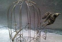 freedom / oggettistica/scultura realizzata in filo di ferro manualmente con finitura anticata oro. Vendibile su Facebook ferro matto €