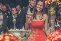 Bartenders / O serviço de bar executado por bartenders está longe de ser o de servir bebidas. São um espetáculo de habilidade, bom gosto, beleza, e seguem tendências internacionais em coquetelaria, que é também um ramo da gastronomia. Requisite degustação e preveja o que sentirão seus convidados ao experimentarem as criações inusitadas, coloridas e saborosas que nossos parceiros têm a oferecer. A Flairs® Bartenders está há 10 anos no mercado e é reconhecida nacionalmente pela sofisticação e profissionalismo.