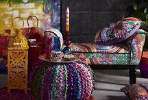 Crazy Boho / So bunt wie das Leben! Durch knallige Farben und einen wilden Mix aus verschiedenen Mustern ist dieser Stil stark von der Bohème inspiriert.