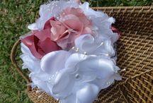 para noivas / Buque para noivas confeccionados com vários tipos e texturas de tecidos e pedrarias.