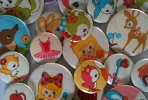 Badges, buttons, pocket mirrors and magnets