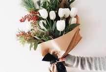 STYLING WITH FLOWERS / Photo styling ideas with flowers, colour combinations and placement