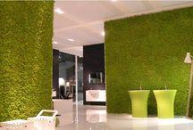 Moss Wall de Verde Profilo. / Verde Profilo nos sorprende con nuevas y originales ideas para utilizar el jardín vertical en distintas soluciones y ambientes.