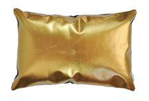 Skórzane poduszki dekoracyjne. Decorative leather cushions / Jedyne w swym rodzaju poduszki z naturalnej skóry w metalicznych kolorach.
