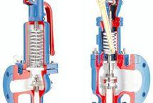 Válvulas de Calderas Industriales / Las válvulas en las calderas, comprenden válvulas de vapor en los colectores principales; válvulas de alimentación en la alimentación de agua de la caldera; válvulas de drenaje en las columnas de agua, niveles de vidrio y conexiones de drenaje; válvulas de purga para las purgas superficial y de fondo (sedimentos); válvulas de comprobación en las líneas de alimentación; válvulas en la línea de combustible; válvulas de antirretorno en los colectores y líneas de vapor.