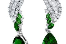 Victorian Era Diamond Buyers in Massachusetts / We have the Victorian era diamond jewelry knowledge and experience necessary to evaluate your Victorian Era antique diamond jewelry. We can pay you the best value around when you want to sell victorian era diamonds in Massachusetts. Call us today at (781)326-0998
