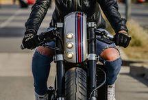 Girls who ride bikes / Donne in moto --- Women on bike