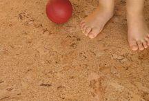 Linoleum / El linoleum -o linóleo- es un tipo de pavimento que se obtiene de materiales como el aceite solidificado del lino, virutas de pino, harina de madera o polvo de corcho.