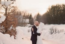 Mariage d'hiver / L'hiver arrive à grands pas. Les températures chutent à vue d'oeil. Noël approche.  Alors réchauffons-nous avec un magnifique mariage d'hiver à Megève. Jules & moi vous invite au mariage de K&R, un de nos mariages préférés de l'année.  K&R ont décidé de s'unir entourés de leurs très proches amis et familles. Résultat : un superbe mariage intime et chaleureux dans un décor féérique. En espérant, que cela donne des idées à nos futurs mariés. Nous serons ravies de retourner à la montagne avec vous.