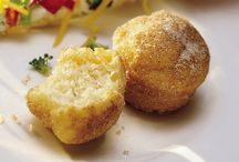 BREAD: MUFFINS/CORNBREAD /  Great recipes / by Janice Maiolatesi