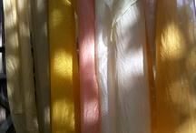 Tinture Naturali /   Da un laboratorio di tinture vegetali promosso dall Ass. 1virgola618, tenutosi a Morrona (PI). Melograno, Robbia, Cipolla, Edera, Calendula, ortica, ecc. Danno colori tenui ma ben diversi dai coloranti chimici!