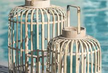 Côte D'Azur Trend / Met deze trendy stijl waan je je op een strand of beach bar aan de Côte D'Azur. Zachte en frisse tinten blauw in combinatie met lichte houten accessoires en jute materialen houden het naturel. Foto's uit Landelijk Wonen. Fotograaf Claude Smekens, styling Marie Masureel.