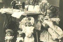 Les enfants et leurs poupées / by Danielle