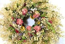 DRIED FLOWER WREATHS / by Helen Eproson