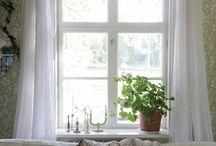 Fönster och gardin