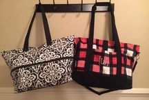 31 travel #canadianbaglady / Thirty-one has a bags & accessories perfect for wherever your travels take you! #allpackedduffle #foldoverweekender www.canadianbaglady