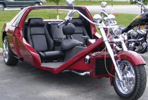 Motor es autó modern összeszerelt változata. / Gyors kényelmes praktikus.
