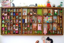 It's a type of case / Letterbakken, planken, opbergen, kast, kastje, case frame, shelves, cupboard.