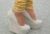 Zapatos, sandalias,flats... / by Rebeca Zavala