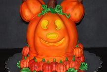 Fun Jack O'Lantern Cakes /  #jack-olantern #halloween #pumpkin #cakecentral