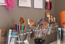 Ateliers / De beaux bureaux, des astuces de rangement, de décoration pour un atelier où il fait bon travailler