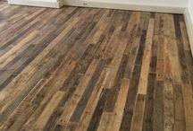 Vloeren / VanSloophout.com is een groothandel in sloophout en verkoopt  sloophouten planken en biedt diensten aan zoals het leggen van houten vloeren van sloophout.