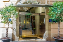 H10 Racó del Pi, Barcelona / Situado en una conocida calle peatonal del corazón del Barrio Gótico, el H10 Racó del Pi se emplaza en un edificio del siglo XVIII catalogado como patrimonio histórico-artístico de la ciudad. Tradición y modernidad se unen en un espacio íntimo y acogedor pensado para una estancia tranquila. www.hotelh10racodelpi.com / by H10 Hotels
