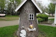 Små huse på træstub