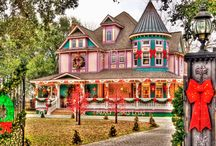 Victorian Homes / Lovely Victorian homes with interesting color combos