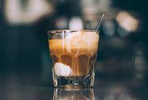 Coffee / Koffie is de meest gedronken drank ter wereld. Er zijn ontzettend veel soorten koffie en ook nog eens verschillende manieren om koffie te zetten. Op dit bord pin ik foto's van verschillende soorten koffie maar ook van apparaten, servies etc.