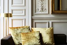Architectural details/ crown moulding/paneling etc / Architectural features on the inside.