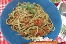 Primi piatti - ricette spaghetti / Tante ricette di primi piatti gustosi e facili da fare . http://www.ricettegustose.it/Categorie_ricette/Spaghetti_index.html