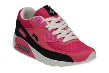 Bayan Spor Ayakkabı / Bayan Spor ayakkabılarımız sayesinde rahatça koşabilecek ve en keyifli bir şekilde sporunuzu yapabileceksiniz. Birbirinden güzel renk  ve numara seçenekleri ile rahatlık hep sizinle.