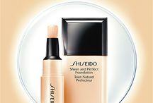 Shiseido - Japanilaista ihonhoidon osaamista / Shiseido on ensimmäinen kosmetiikkayritys, joka aloitti bioteknologian hyödyntämisen  jo 1980-luvulla, onnistuen ensimmäisenä maailmassa valmistamaan hyaluronihappoa. Shiseidolta löytyy sekä kasvipohjaisia, että synteettisiä ihonhoitotuotteita, värikosmetiikkaa ja tuoksuja. Shiseidon tuotteet Sokokselta, Emotioneista ja verkkokaupasta - sokos.fi