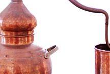 Aromaterapia / El termino Aromaterapia indica el uso de esencias aromáticas, también conocidas como aceites esenciales o aceites volatiles, con objeto de asegurar el bienestar integral del individuo, prevenir la enfermedad y curar los padecimientos físicos, mentales, emocionales y espirituales.