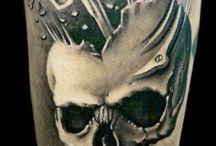 Totenkopf -Tattoos