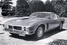 Iso / Iso :イタリアの Iso Autoveicoli SpA の製品でした。同社は、1970年代初頭を通じて、1940年代後半から主にアクティブでした。1950年代のバブルカー:イソ・イセッタ、そして1960年代と1970年代初頭の強力な高性能車メーカーである。