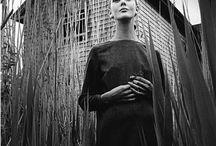 Jeanloup Sieff / Жанлу Сьефф (30 ноября, 1933 - 20 сентября, 2000) - признанный мастер в искусстве фотографии, в частности, фэшн-фотографии, известный своей привязанностью к некоторой фривольности в своих работах. Его статус ставит его в один ряд с лучшими портретистами, арт- и фэшн-фотографами. МД: одна лампа может многое, Дэвид Бейли из франции
