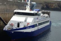 bateau de pêche .et bateau commercial .ferry .