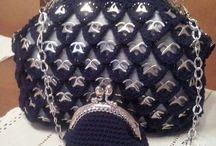 Musta laukku ja kukkaro