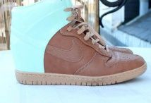 Nike Dunk / Toutes les Nike sont chez The Social Sneaks. Achetez et Vendez vos sneakers.